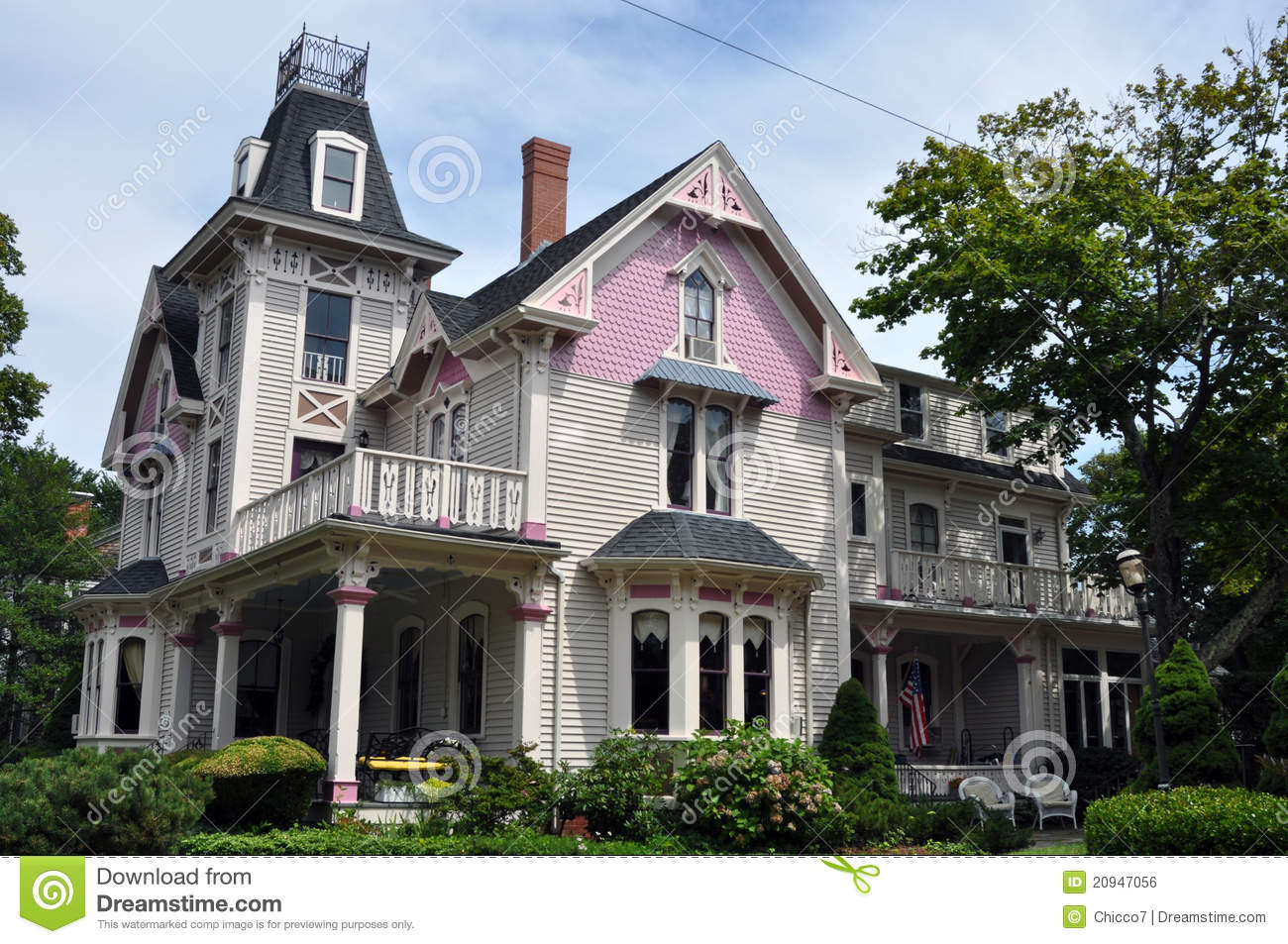 Beautiful violet and fuchsia victorian house royalty free - Plan de maison victorienne ...