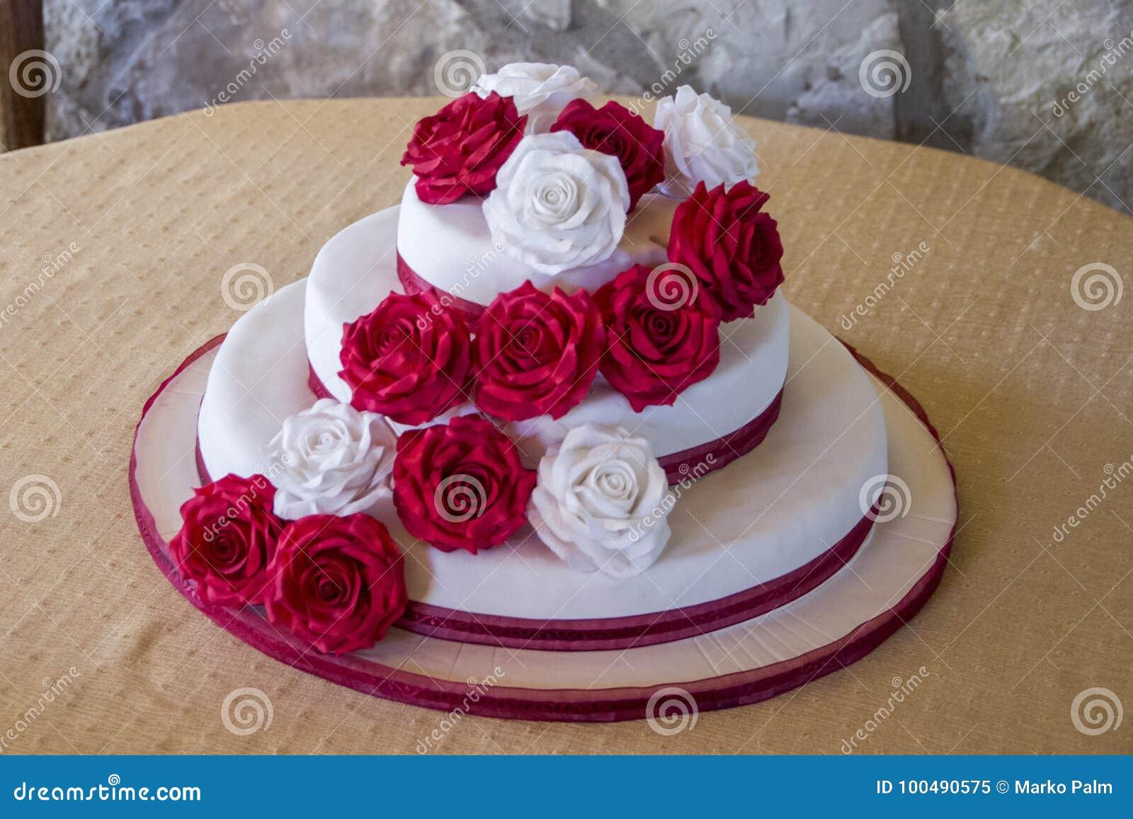 Beautiful Wedding Cake Stock Image Image Of Roses Beautiful