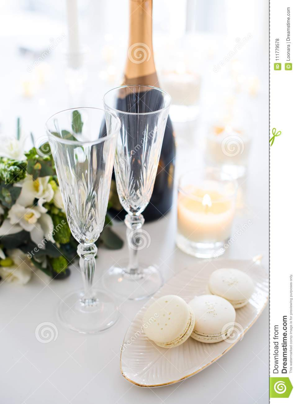 Beautiful Wedding Decoration With Champagne And Flowers, Elegant ...