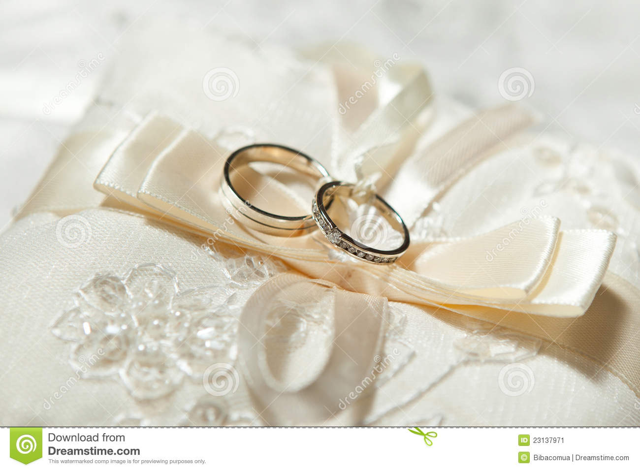 Beautiful wedding rings stock image. Image of elegant - 23137971