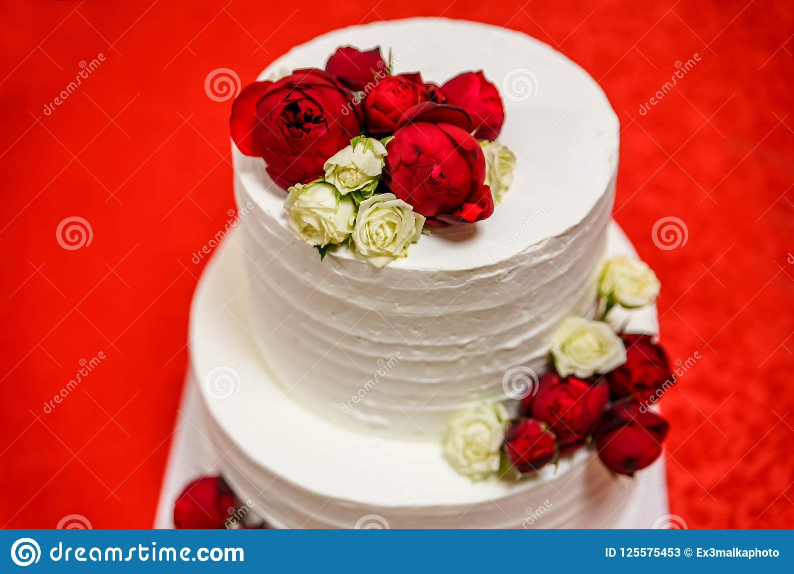 Beautiful White Wedding Cake With White And Red Roses Stock Image