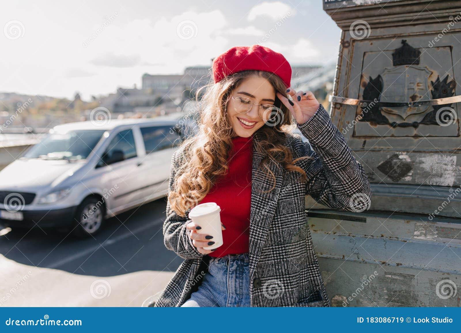 Shy beautiful business woman Photo | Free Download