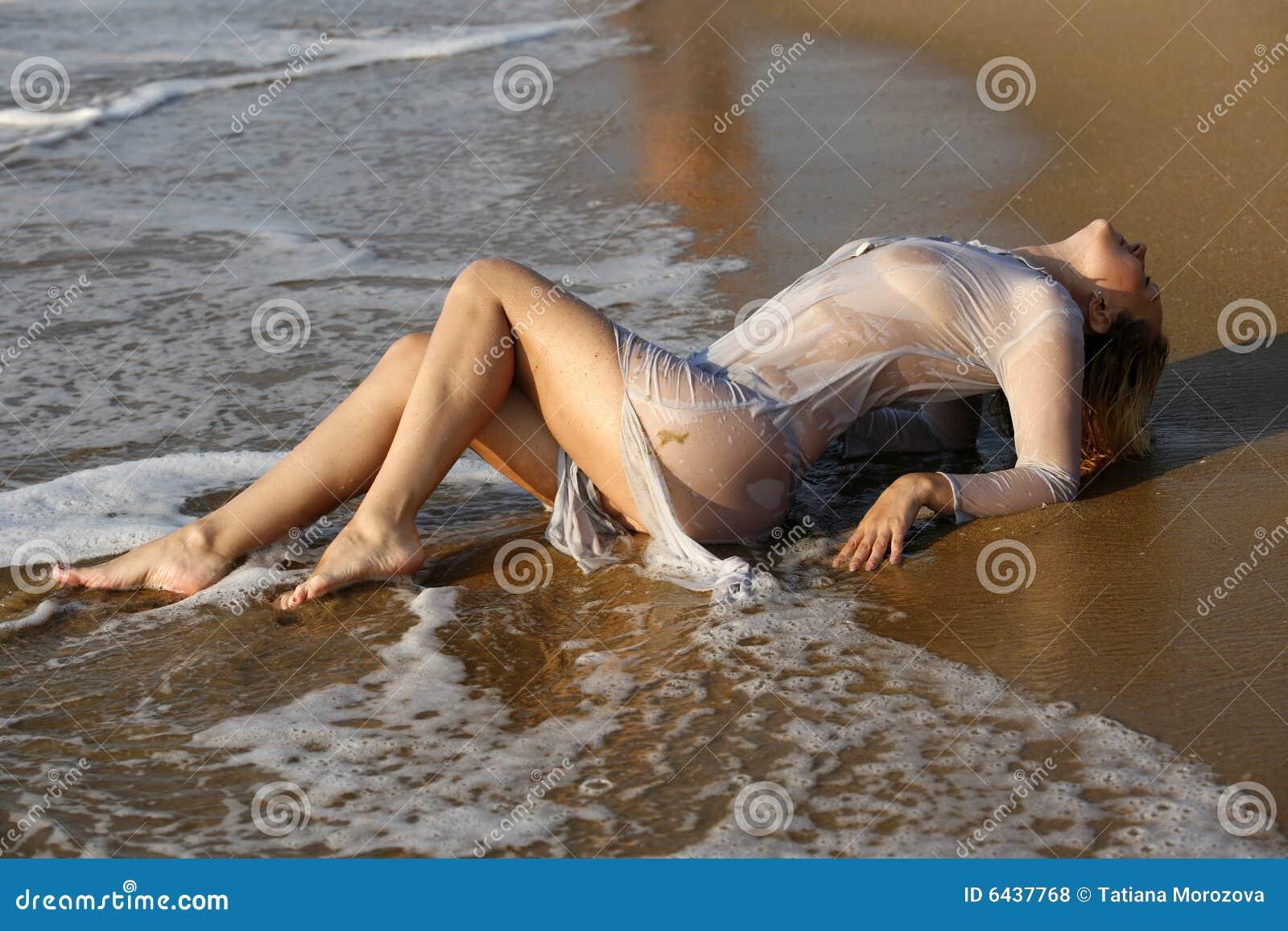Фото девушки в мокрой одежде 8 фотография