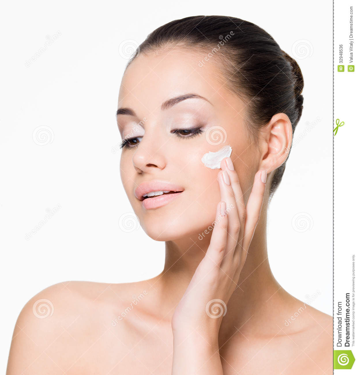 how to put primer on face