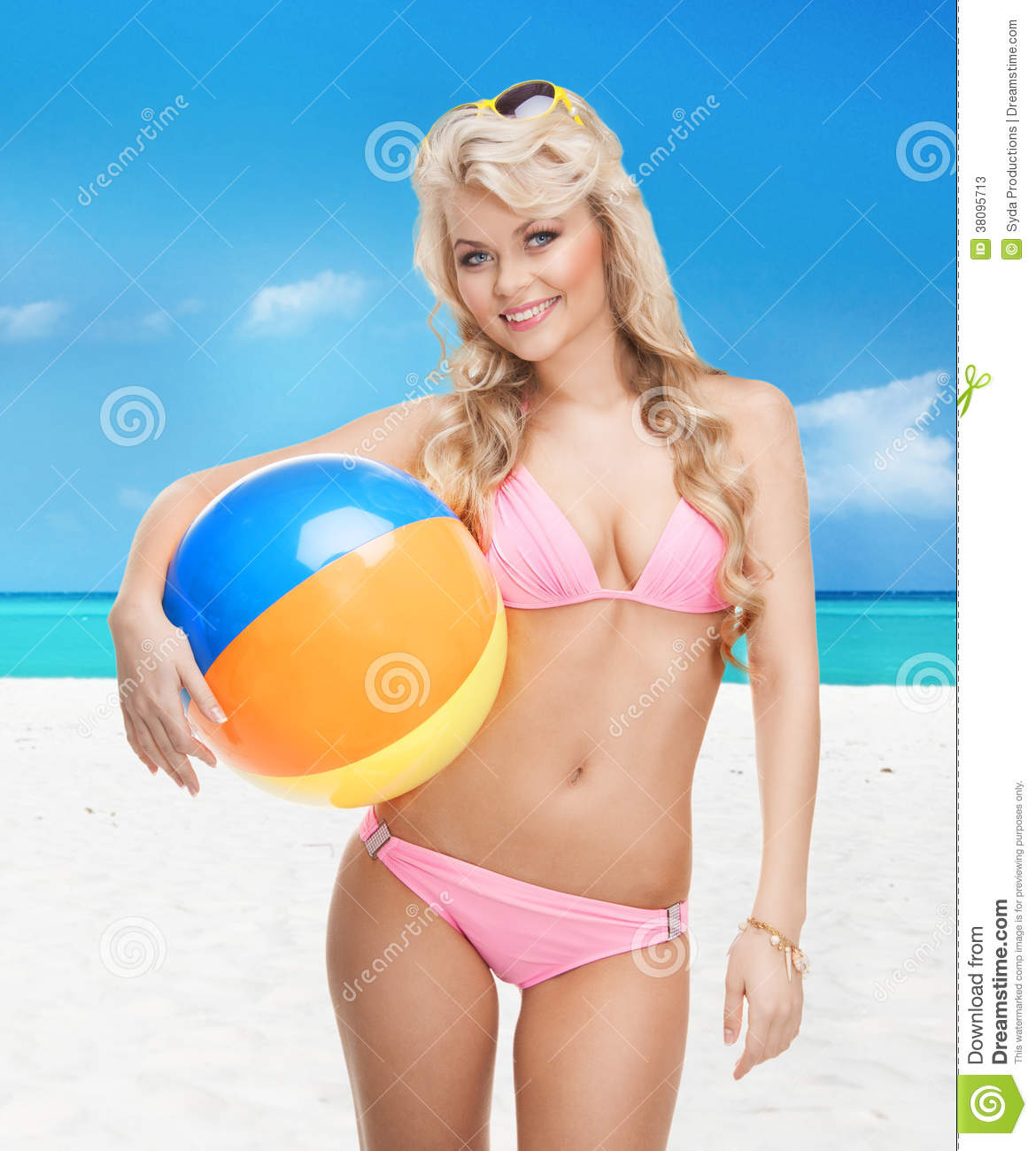 Vintage Pinup Girl Wearing Bathing Suit At The Ocean Stock: Beautiful Woman In Bikini With Beach Ball Royalty-Free