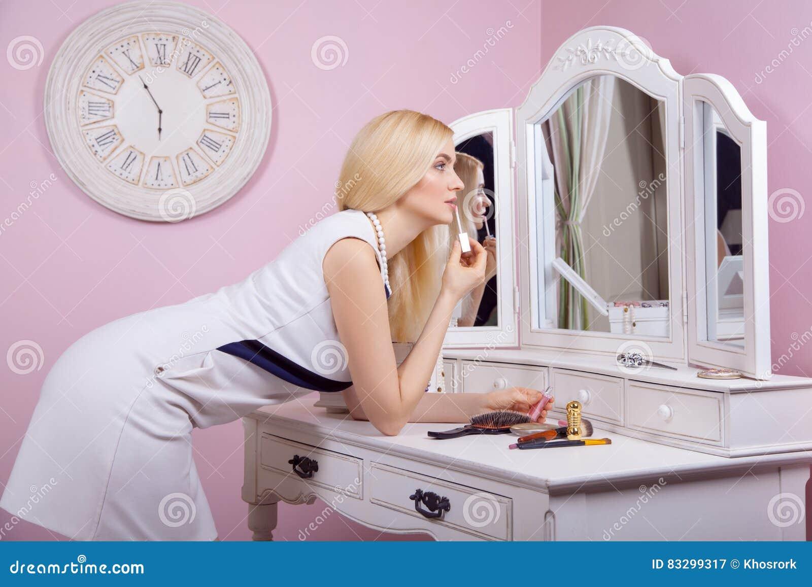 Dating makeup mirror