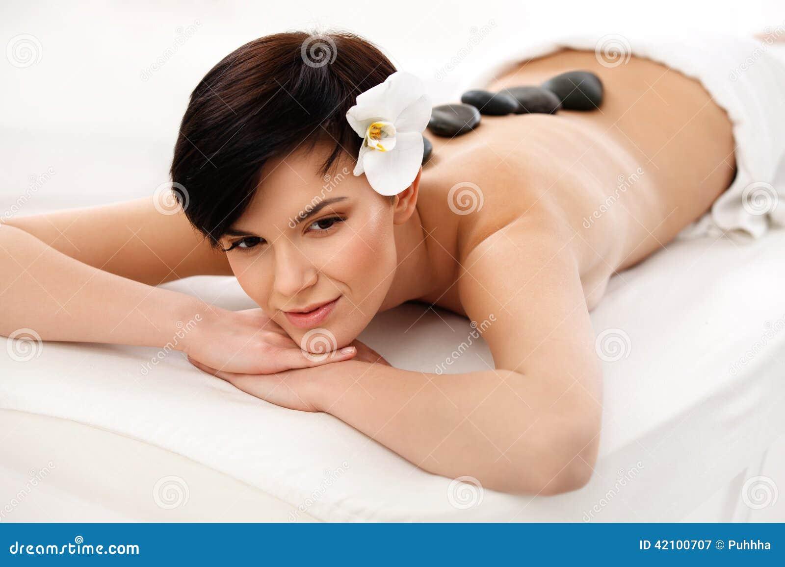Beautiful Woman Getting Spa Hete Stenenmassage Beautiful Woman Getting Spa Hete Stenenmassage