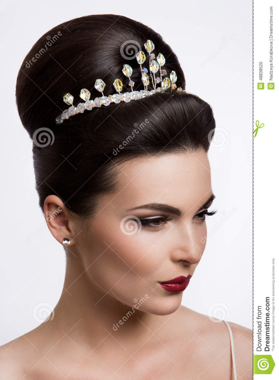 Beautiful Woman With Gold MakeupBeautiful Bride With Fashion - Wedding hairstyle download