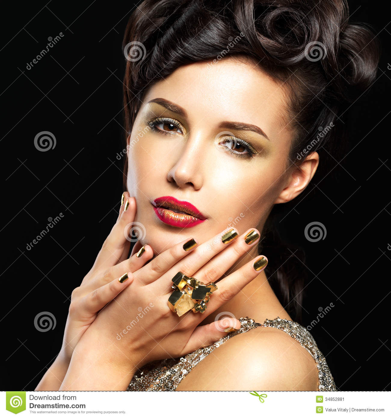 Fashion Beauty Model Girl Stock Image Image Of Manicured: Beautiful Woman With Golden Nails And Fashion Makeup Stock