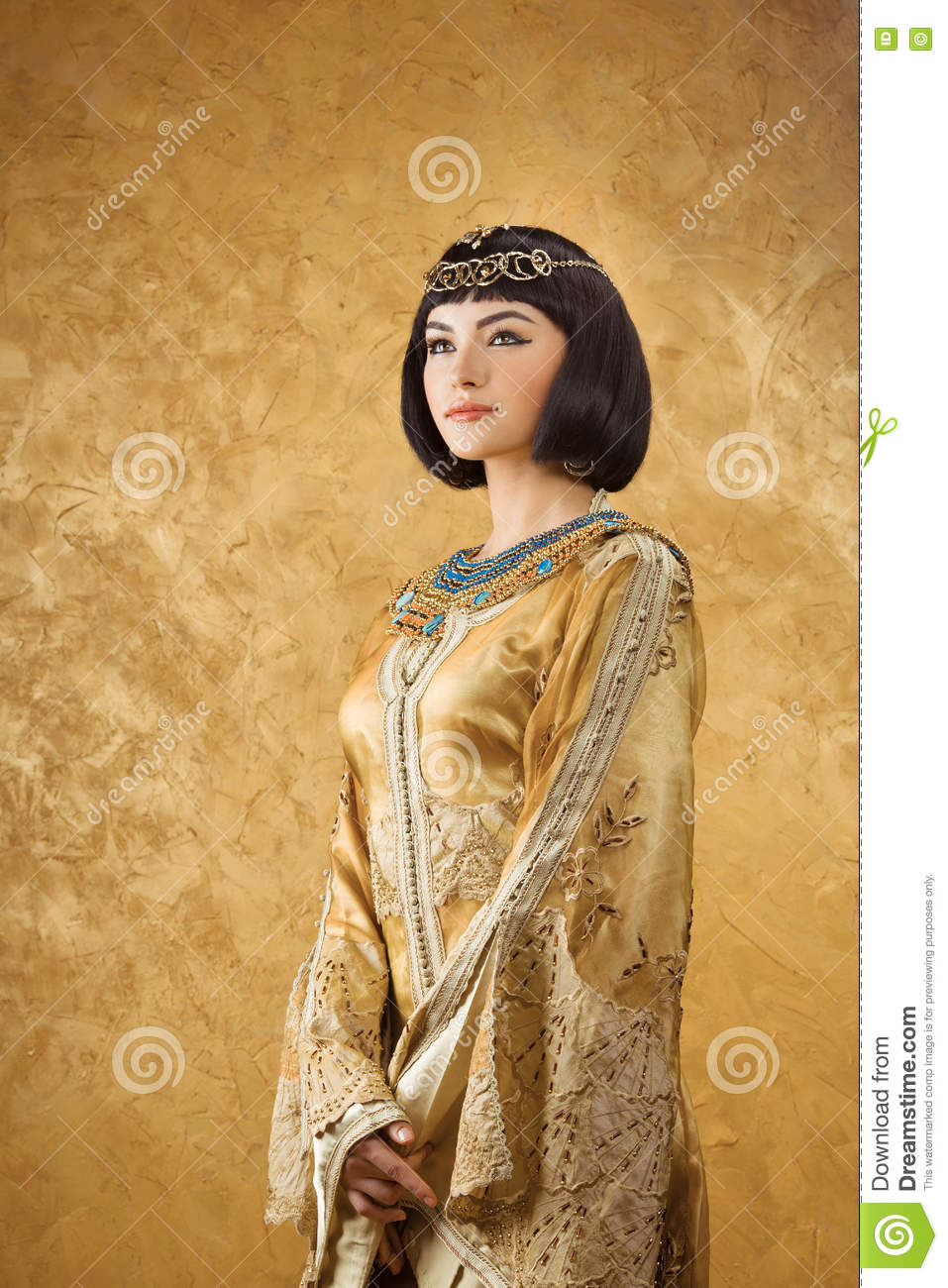 an analysis of the egyptian queen cleopatra The egyptian queen resided in one of caesar's but recent analysis has indicated that it could depict her descendant cleopatra vii due to the three uraei.