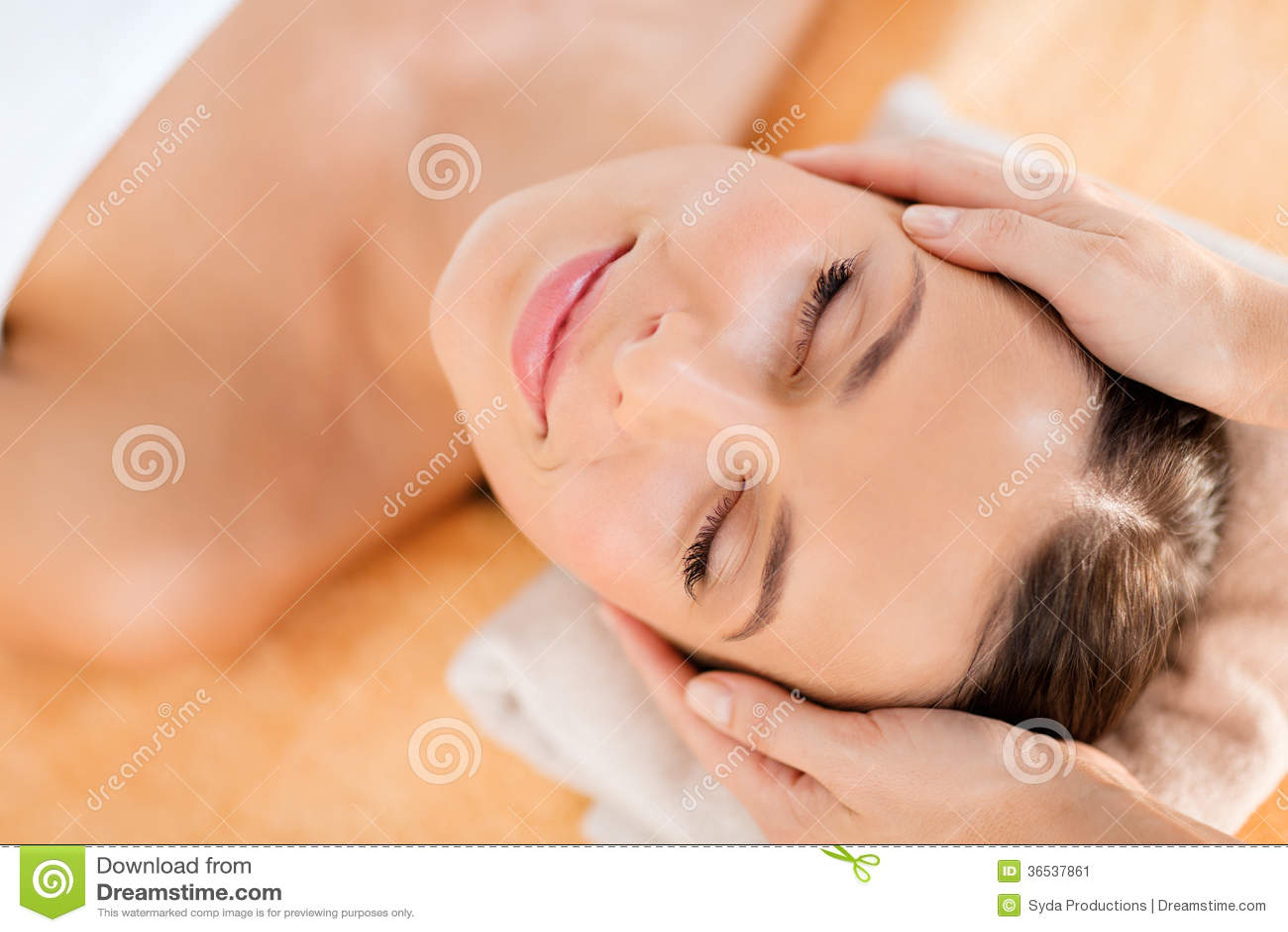 beautiful woman in spa salon stock image image 36537861. Black Bedroom Furniture Sets. Home Design Ideas