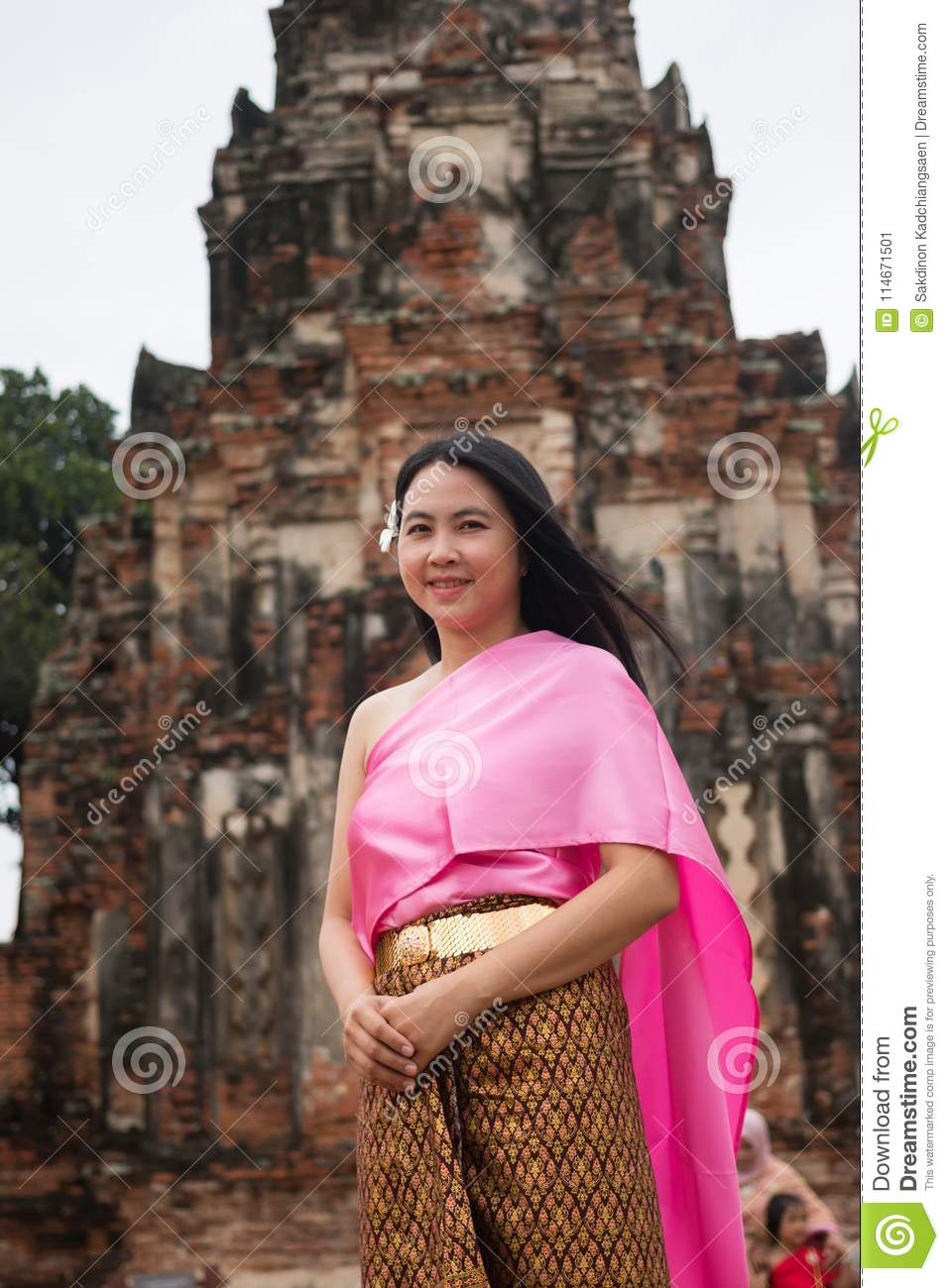 https://thumbs.dreamstime.com/z/beautiful-woman-wearing-thai-dress-ancient-temple-thailand-beautiful-women-wearing-thai-dress-ancient-temple-114671501.jpg
