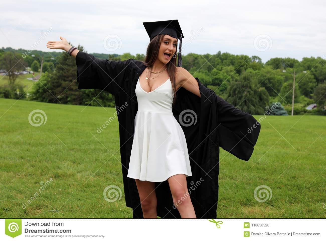 fb7d2299103 Cute Dresses To Wear Under Graduation Gown - Gomes Weine AG