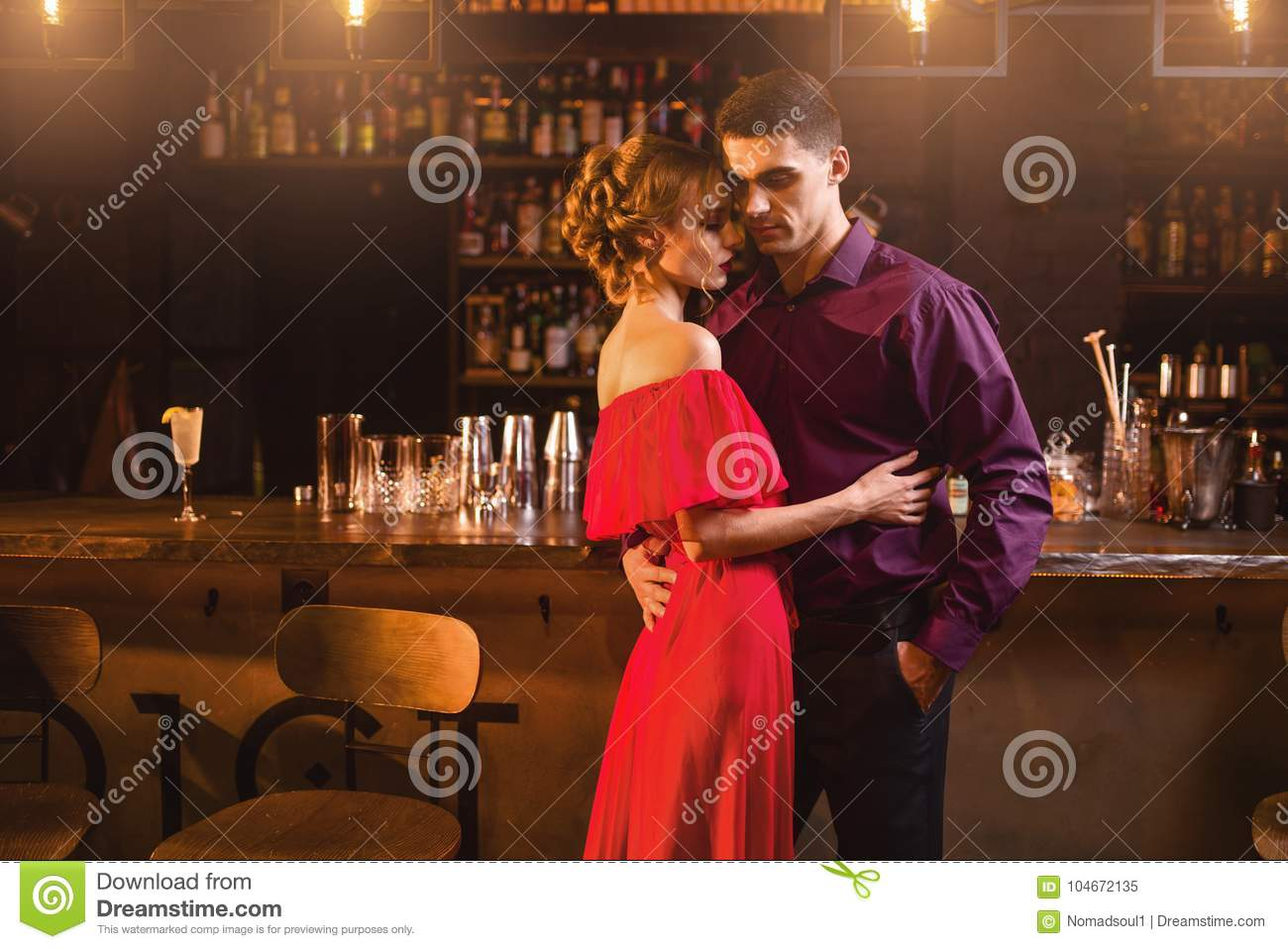 Dating a girl who works at a bar