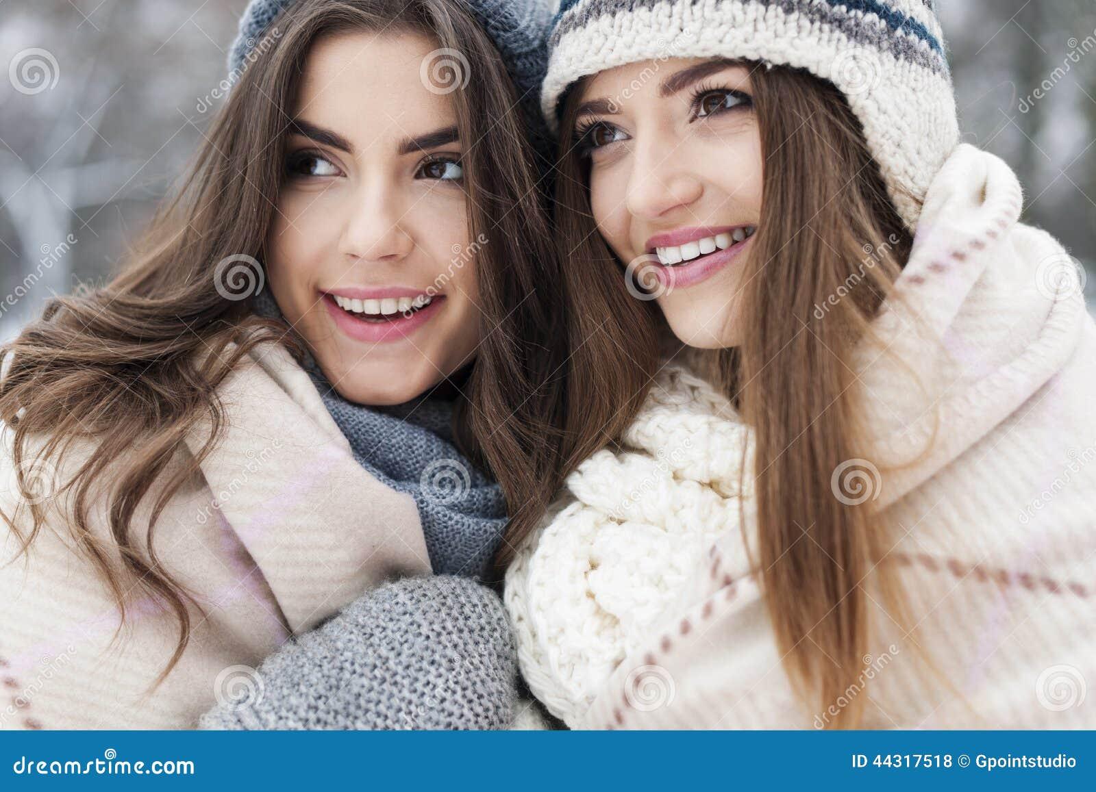 Фото подружек зимой 9 фотография