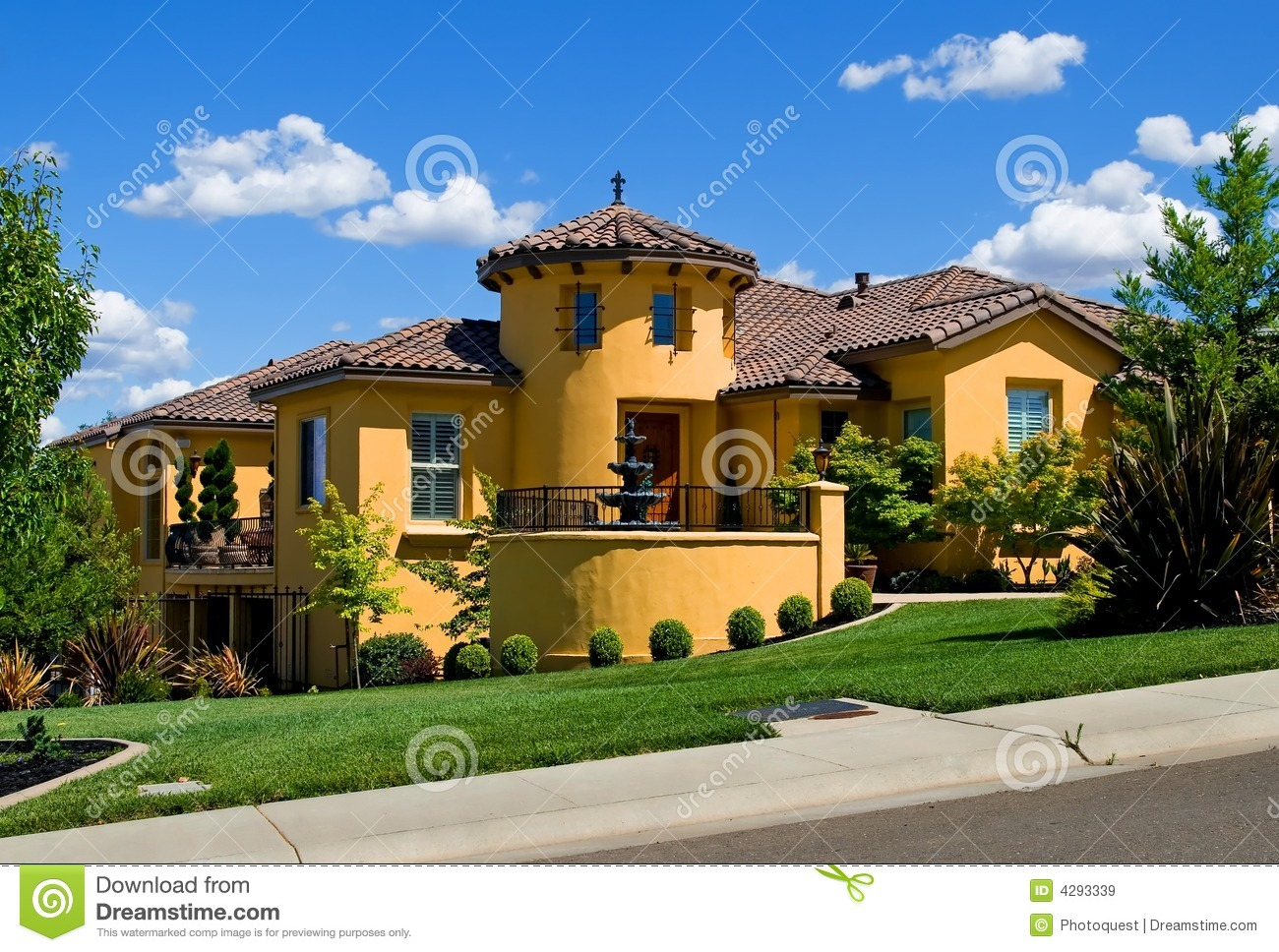 Beautiful yellow villa royalty free stock images image for Beautiful villas images
