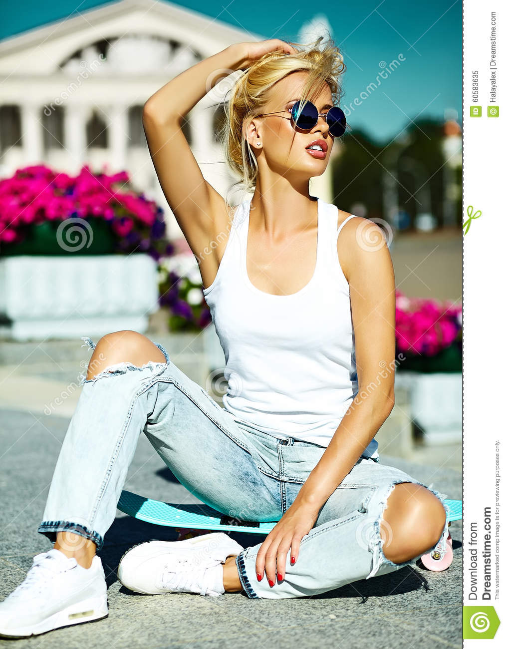Beautiful Young Blond Model Girl In Summer Hipster Clothes -7307