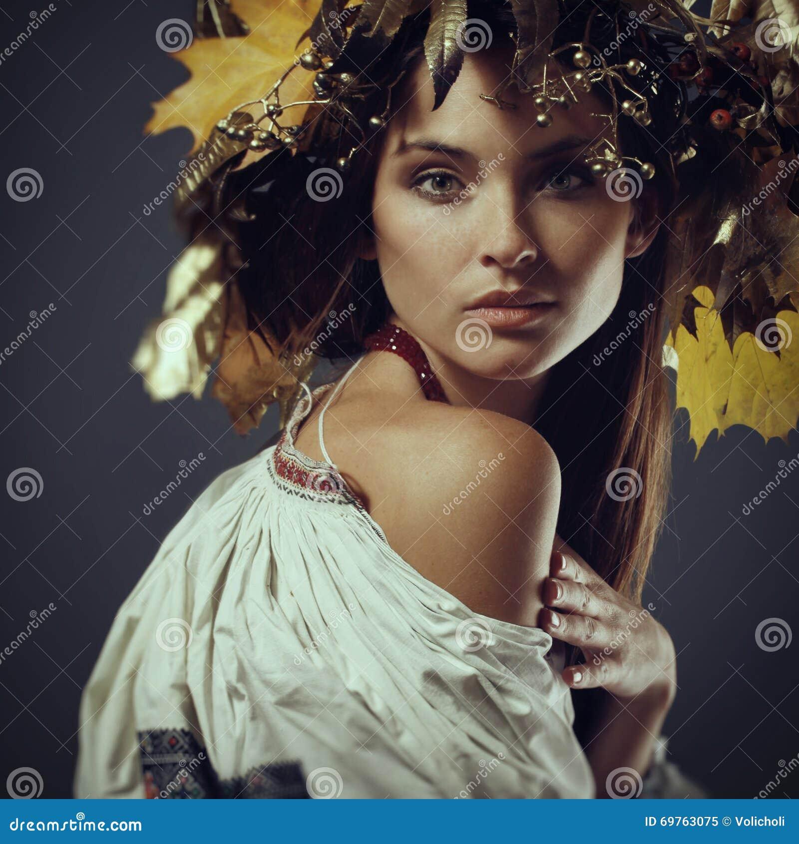 Beautiful Young Girl In A Wreath Green Eyes Ukrainian Stock Image