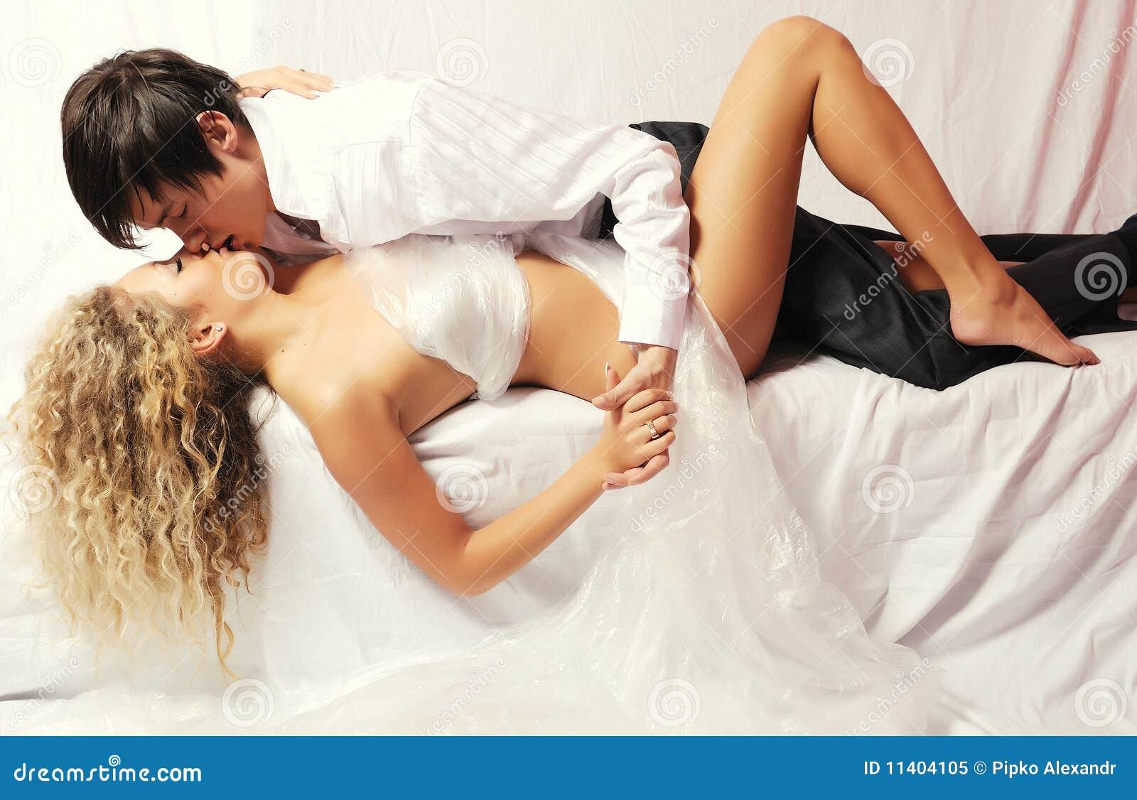 Секс ночной молодожены бритую китаянку большие