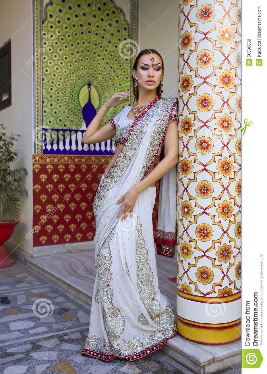 cabbf22562 Beautiful Young Indian Woman In Traditional Clothing With Bridal ...