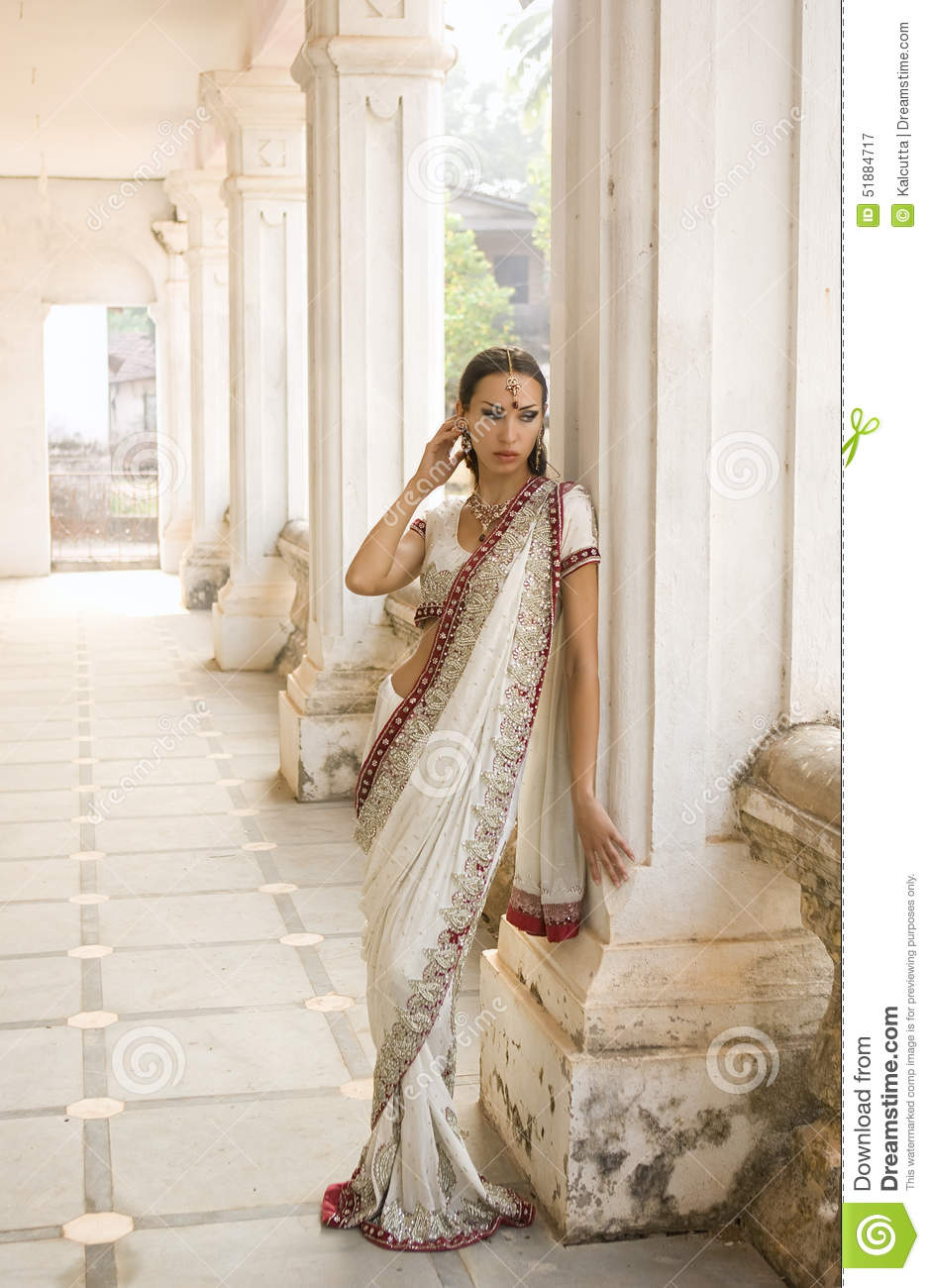 c7046f6f96 Beautiful young indian woman in traditional clothing with bridal makeup and oriental  jewelry. Beautiful Girl bollywood dancer in Sari posing outdoor near ...