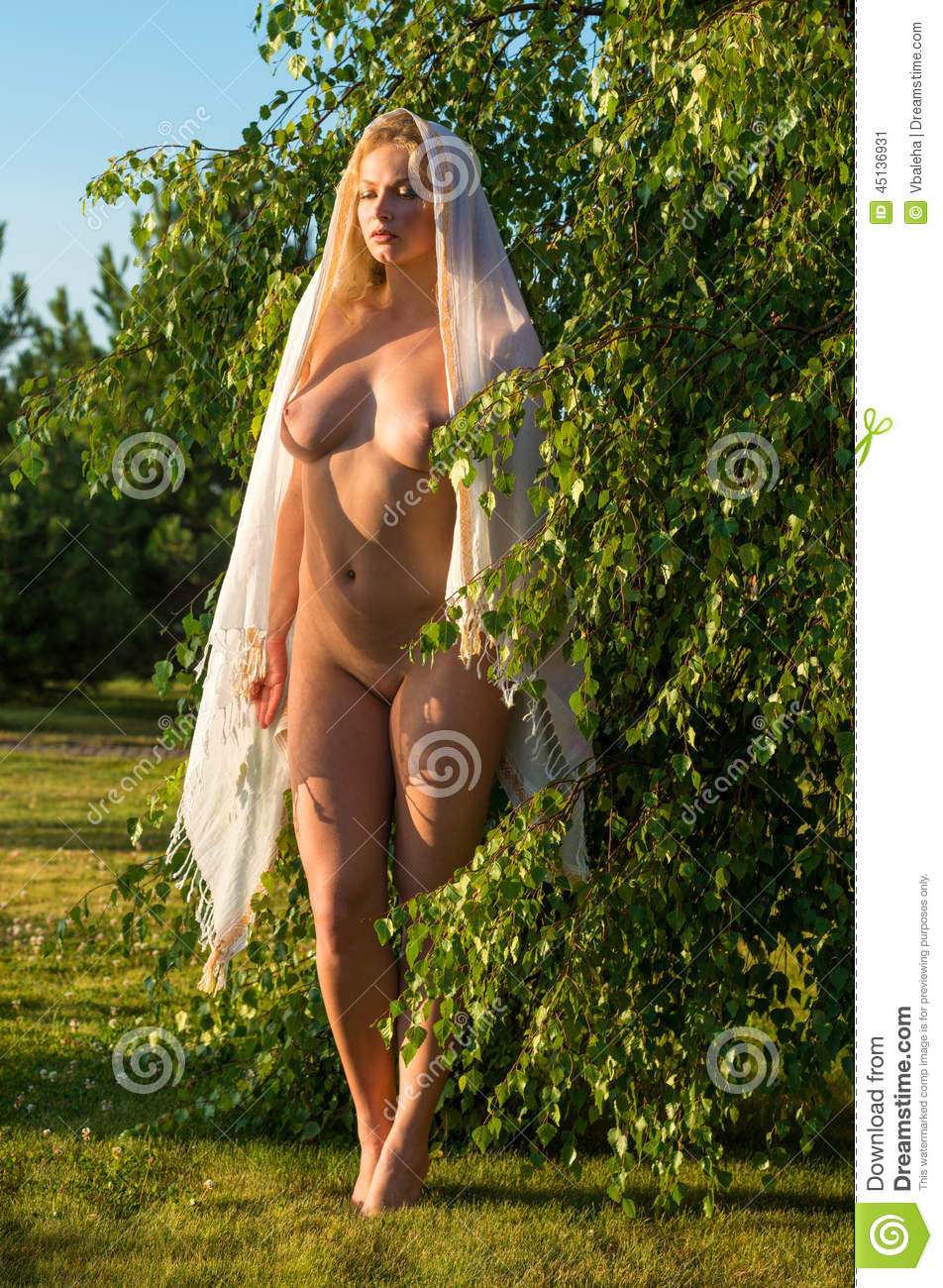 outdoor nude luyoung Beautiful young nude woman posing outdoor
