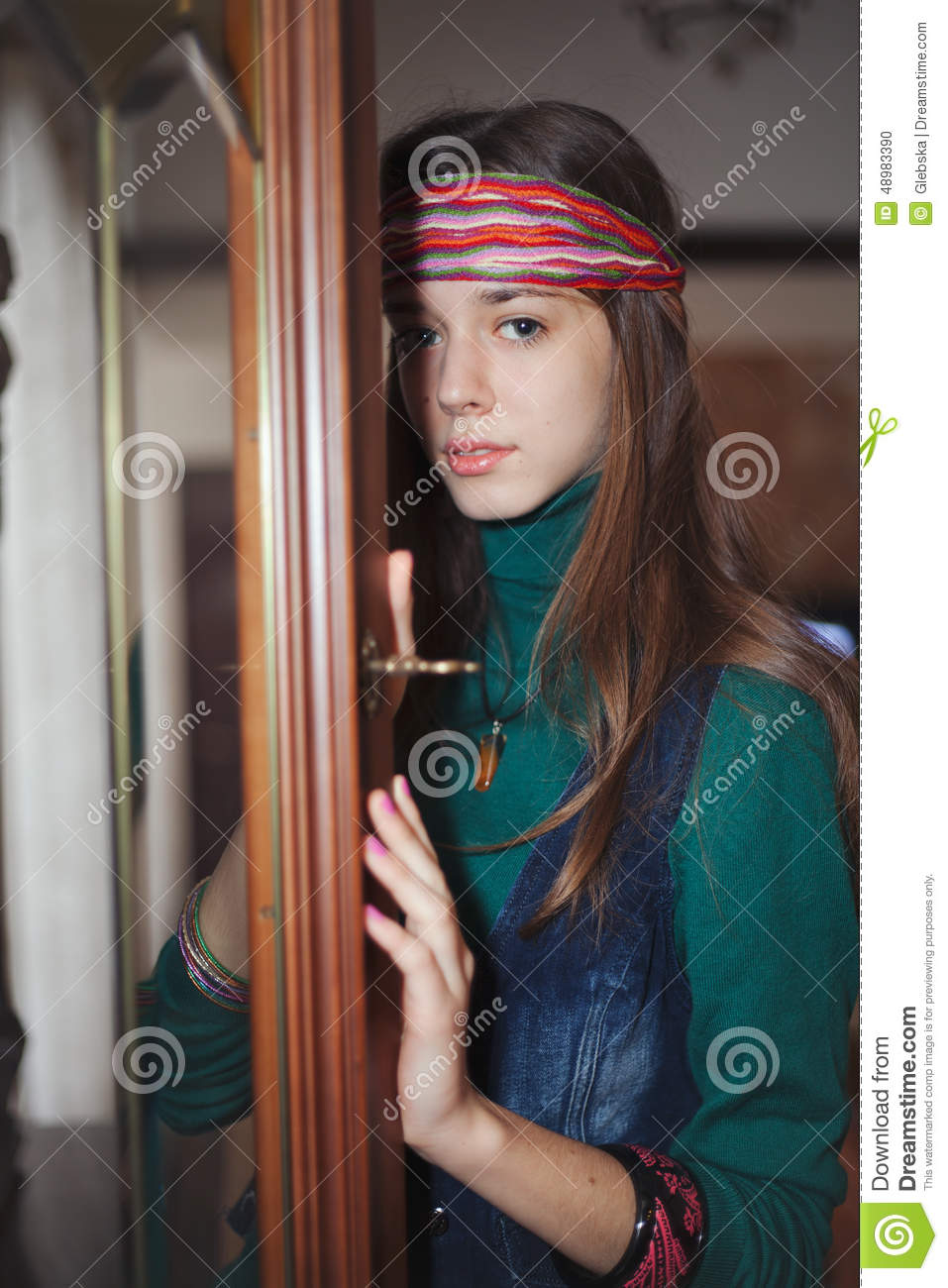 Beautiful Young Teenage Girl Hippie Looking At The Camera -7818