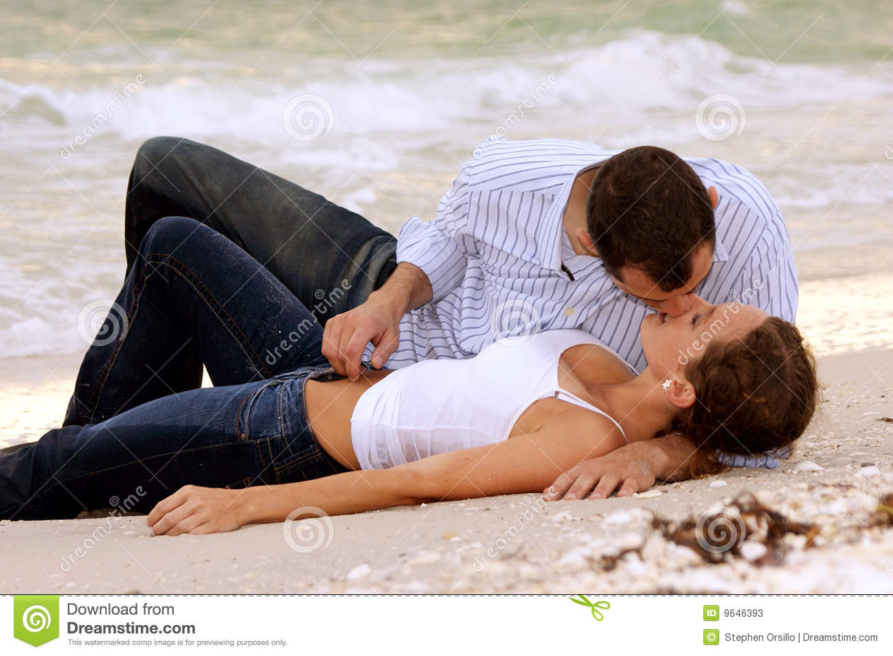 Beautiful Young Wet Couple Kissing On Beach Stock Photos