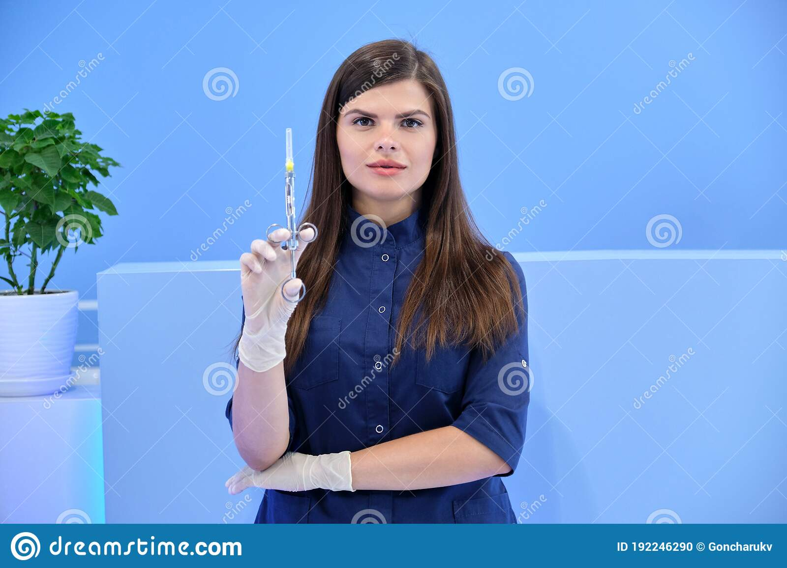 Hand hold disposable syringe with toxin — Stock Photo