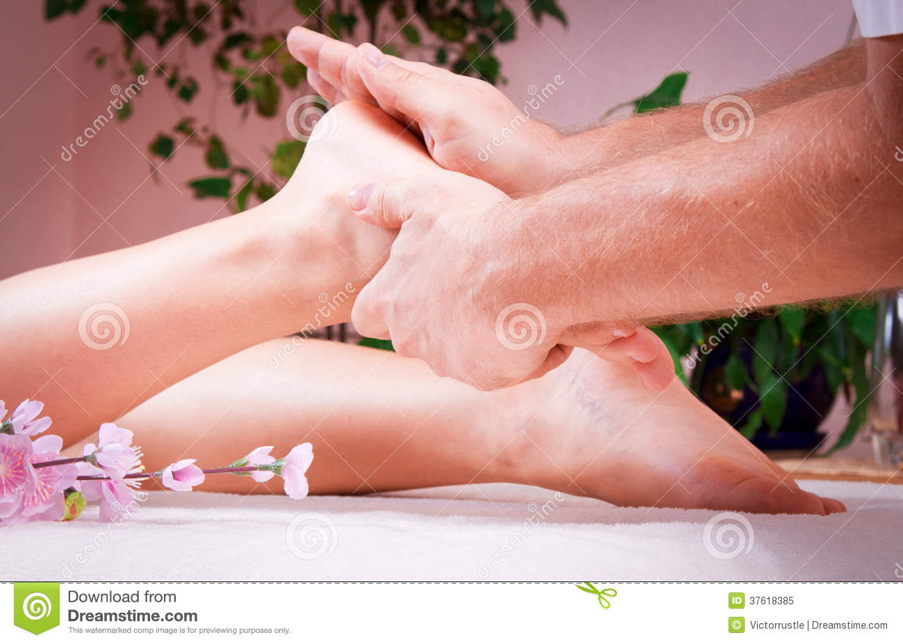 Beautiful young woman getting spa massage stock image image of cleanse fresh 37618385 - Salon massage body body paris ...