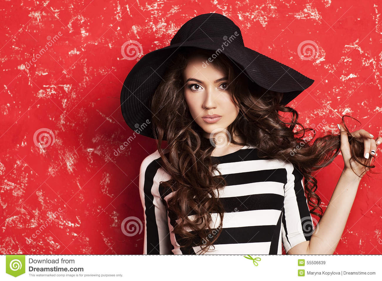 Black and white stripes. Stylish fashion model. Face close up. Big hat.  Colorful picture. 534cecc58b3