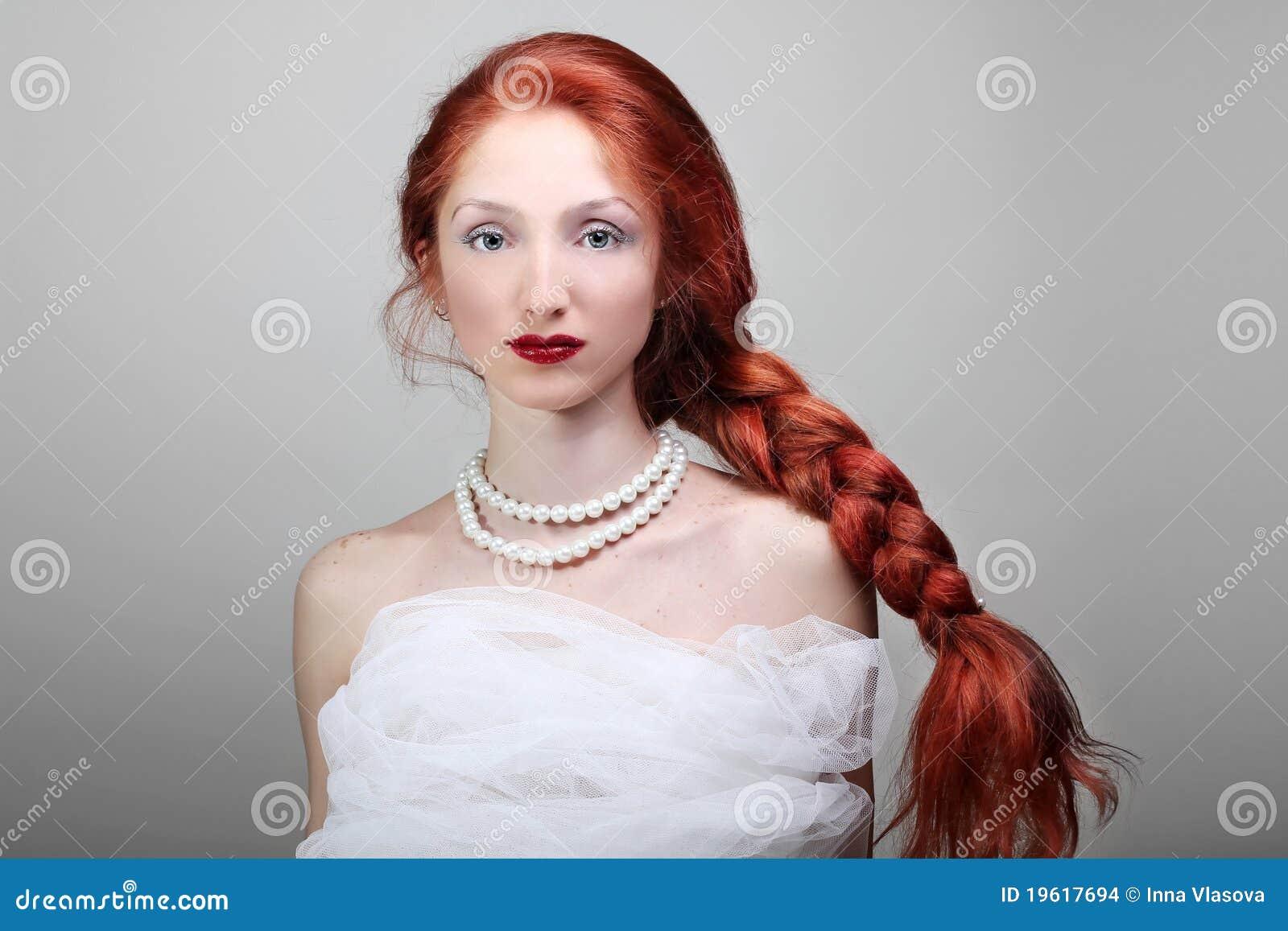 Рыжая с длинными косичками 7 фотография