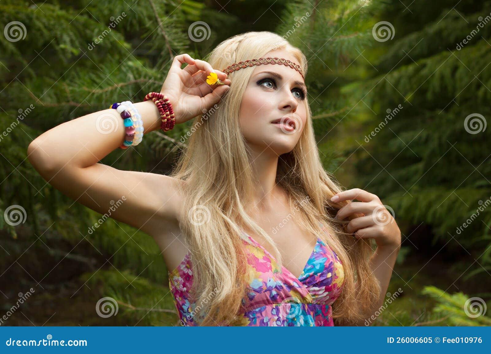 Фото девушек хиппи голых, Старые хиппи ебутся в переулке порно фото бесплатно 25 фотография