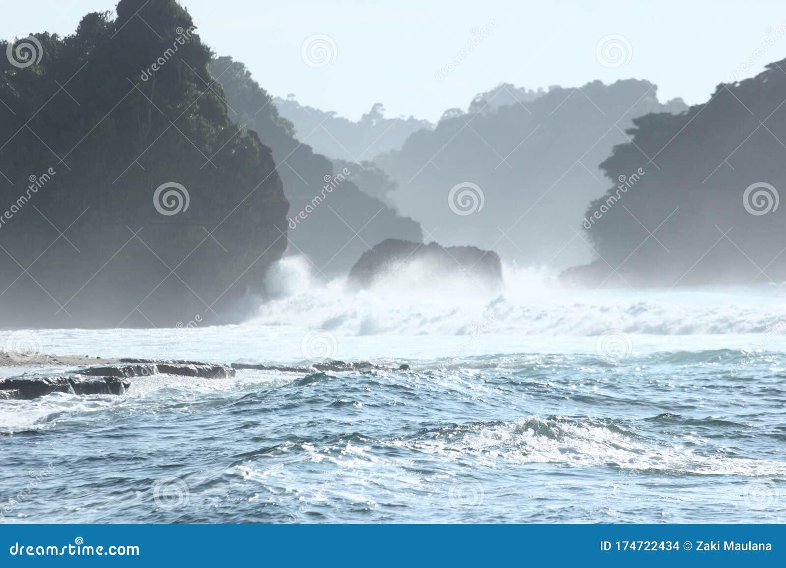 Beautifull Blue Wave At Goa Cina Stock Photo Image Of Beauty Cloud 174722434