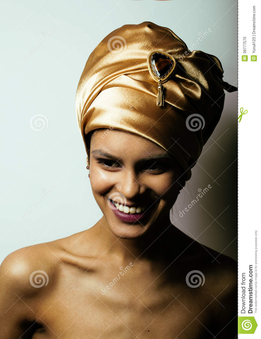 Beauty African Woman Shawl Head Very Elegant Look