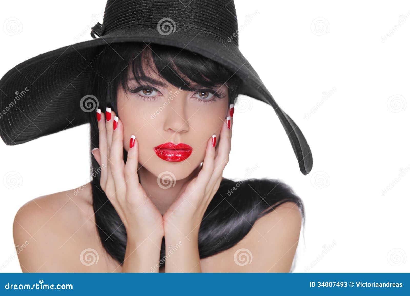 Фото брюнетки в черной шляпе 2 фотография
