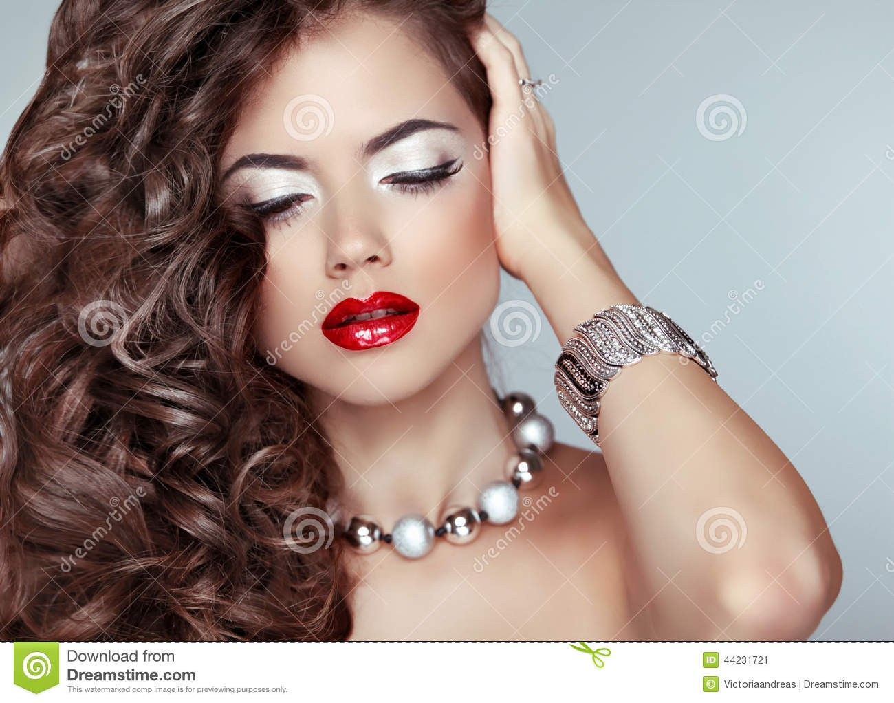 Beauty Fashion Girl Long Wavy Hair Red Lips Eye Makeup