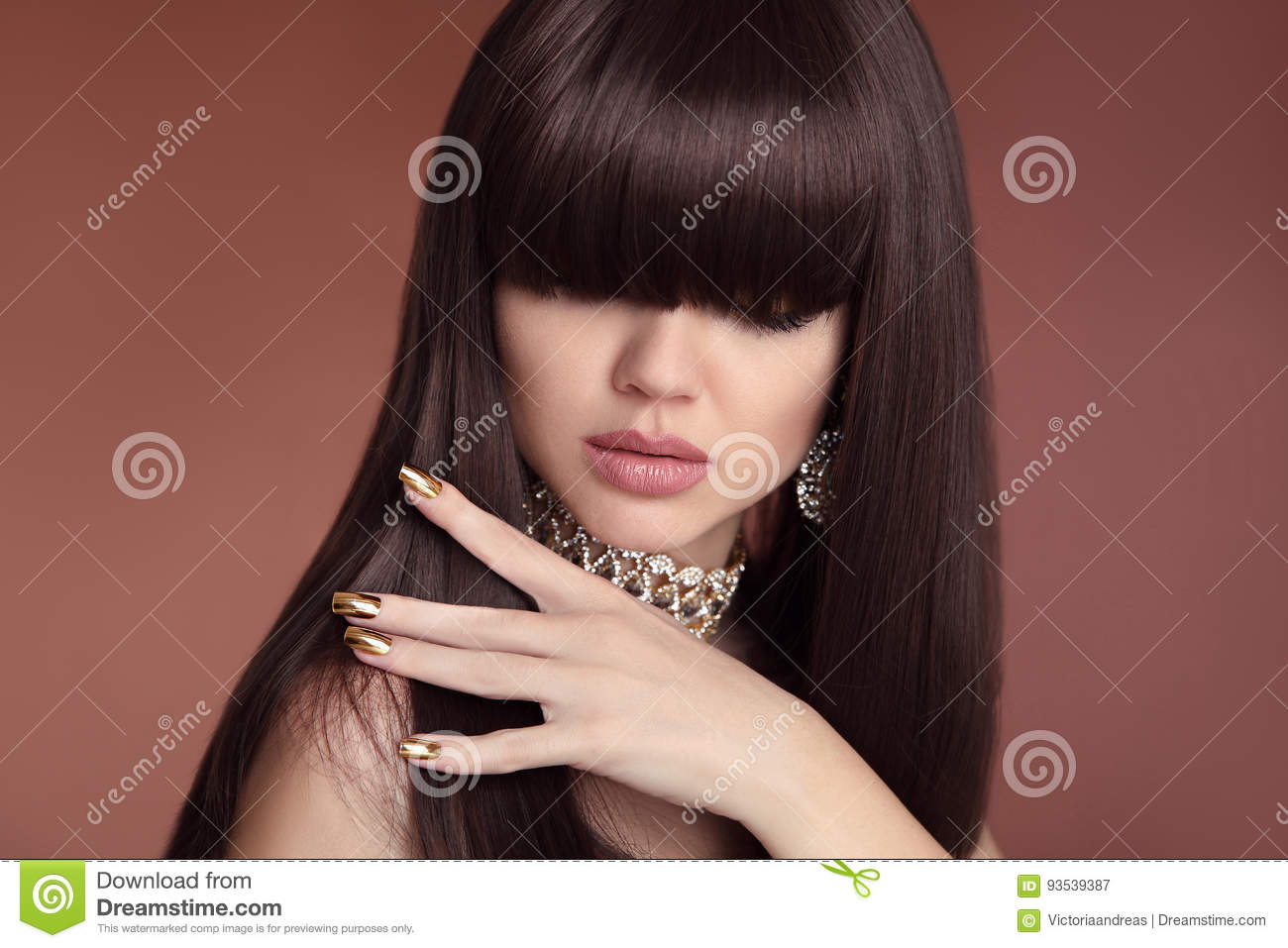 Beauty hair. Vogue Hairstyle. Fashion Manicure. Portrait of gorgeous young dark-haired woman. Sensual lips makeup. Golden polish