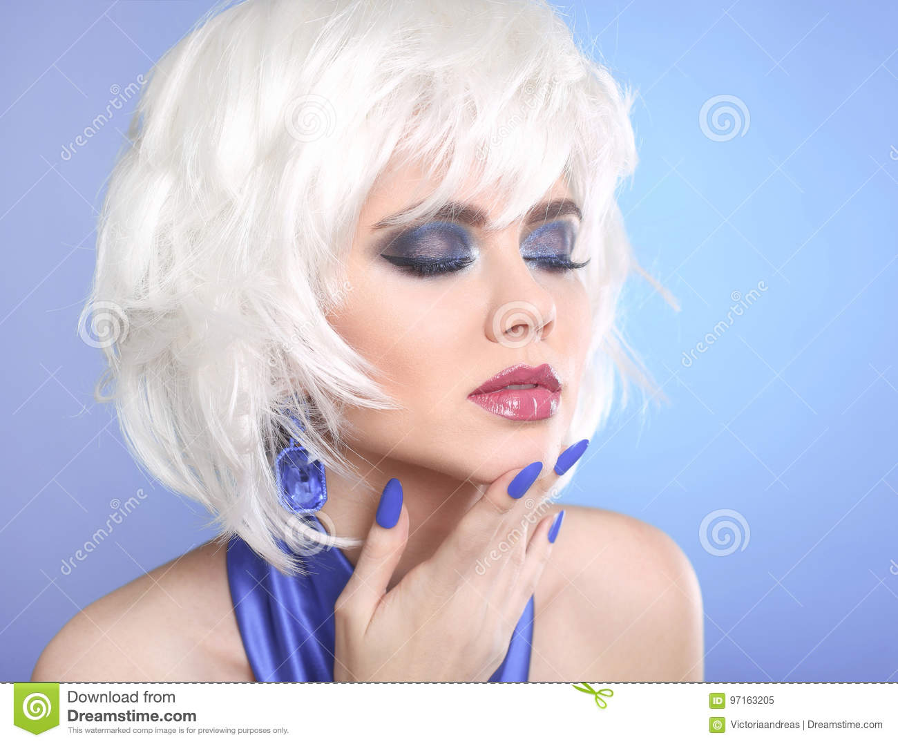 Beauty Makeup Portrait Woman White Hair Short Hairstyle Blue Stock Image Image Of Manicure Lady 97163205