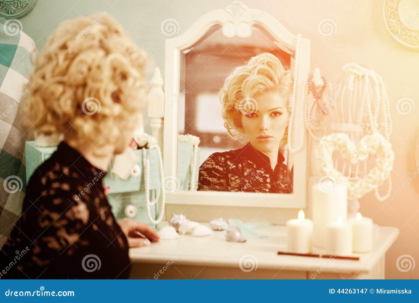 beauty rich luxury woman like marilyn monroe  beautiful