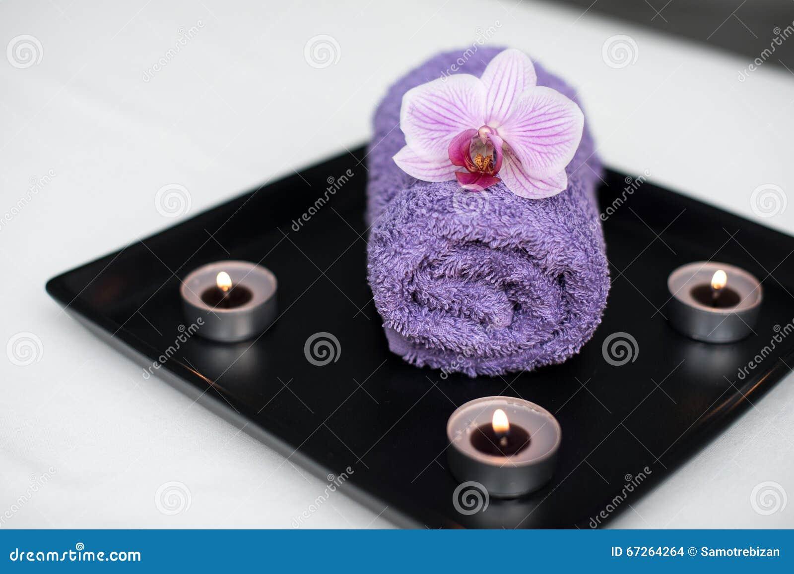Beauty salon decoration in massage room candles towel - Photo decoration salon ...