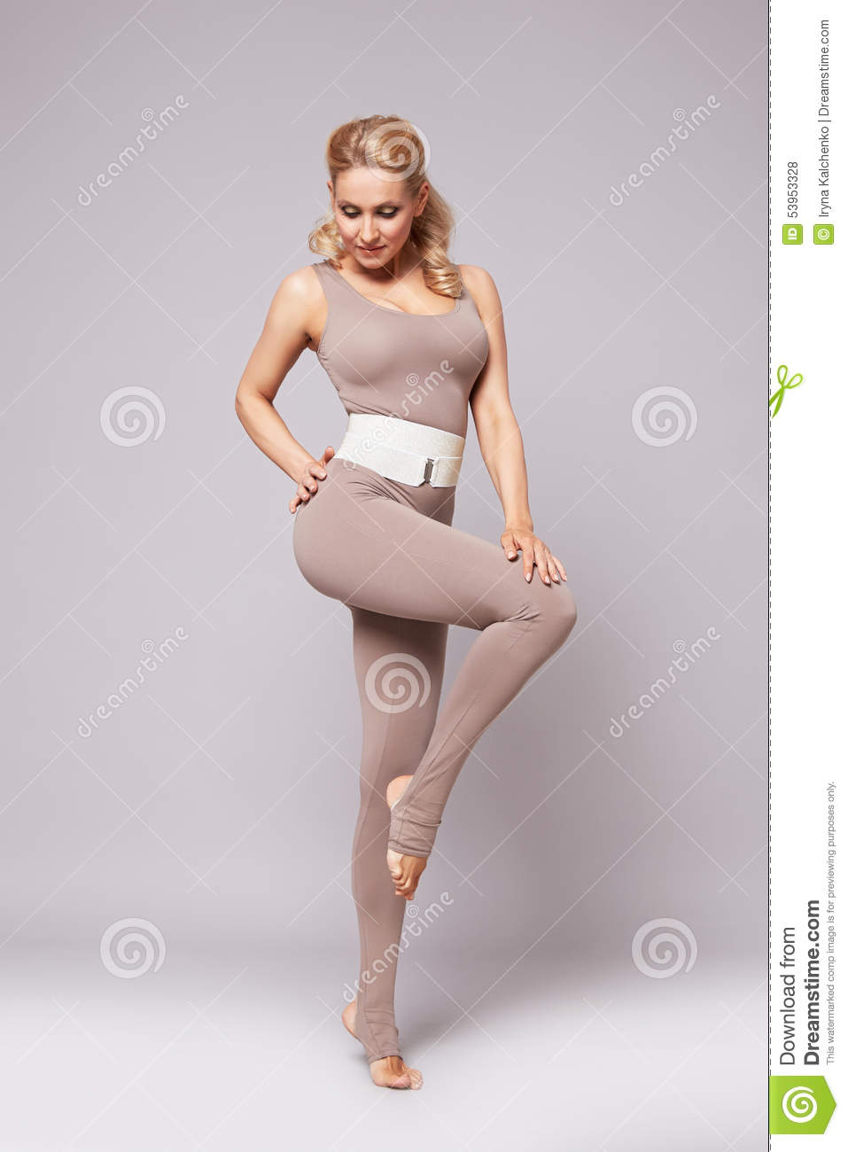 Beauty woman sport yoga pilates fitness body shape clothes