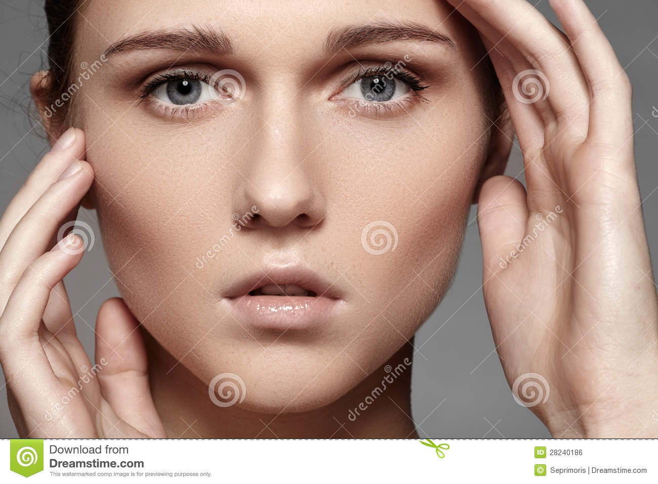 beauty-skincare-natural-make-up-woman-model-face-pure-skin-clean-visage-28240186.jpg