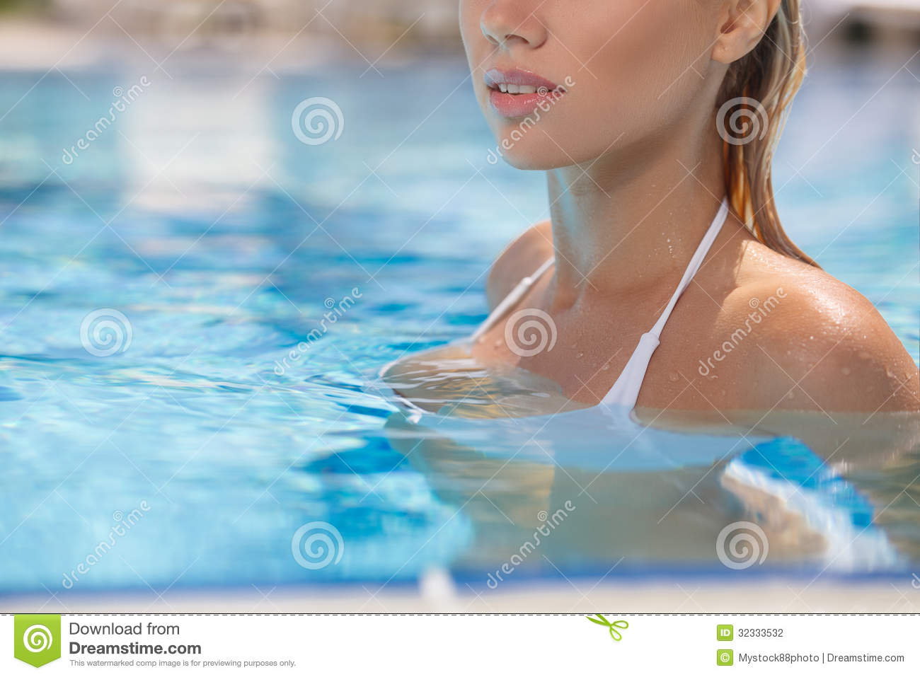 Beauty In Swimming Pool. Cropped Image Of Beautiful Young Women Stock Photography - Image: 32333532