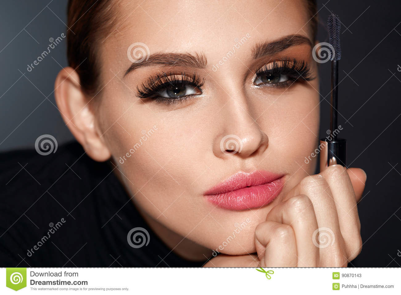 0a3e6c0caf8 Closeup Of Woman With Beautiful Face And Mascara Brush In Hand. Portrait Of Glamorous  Girl With Perfect Makeup, Smooth Skin And Long Black Fake Eyelashes On ...