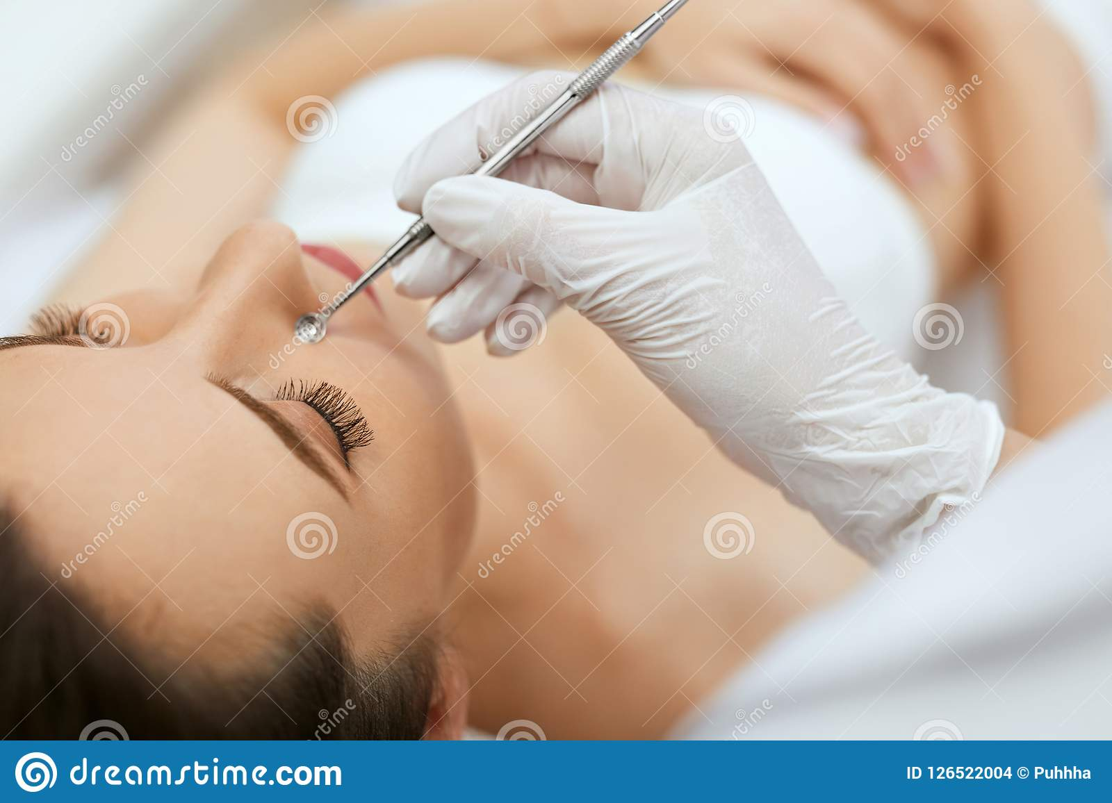 Mechanical cleansing of the face: what it is, description of the procedure, contraindications 6