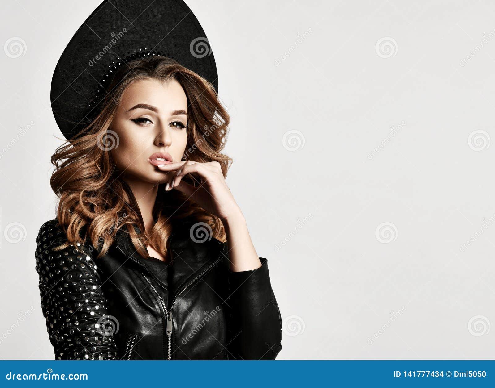 https://thumbs.dreamstime.com/z/beauty-woman-new-modern-fashion-leather-jacket-russian-style-kokoshnik-hat-gray-thinking-background-141777434.jpg