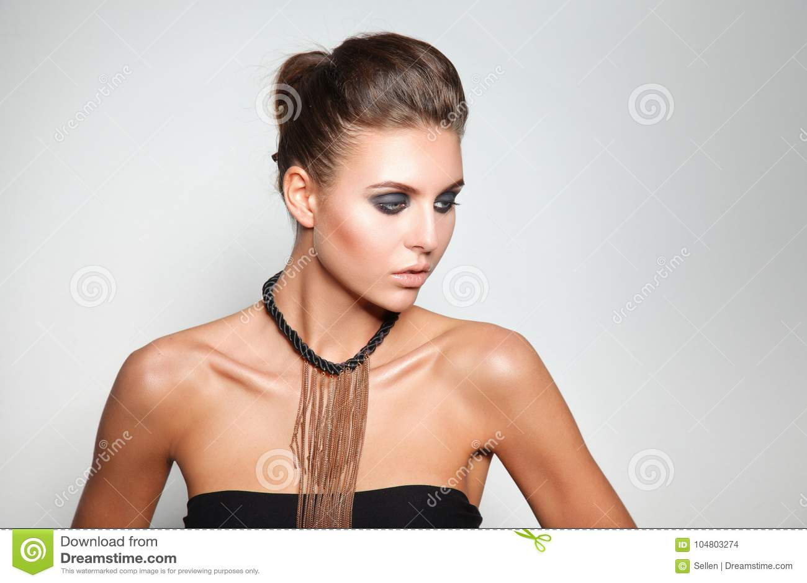 Beauvoir 背景纵向白人妇女年轻人