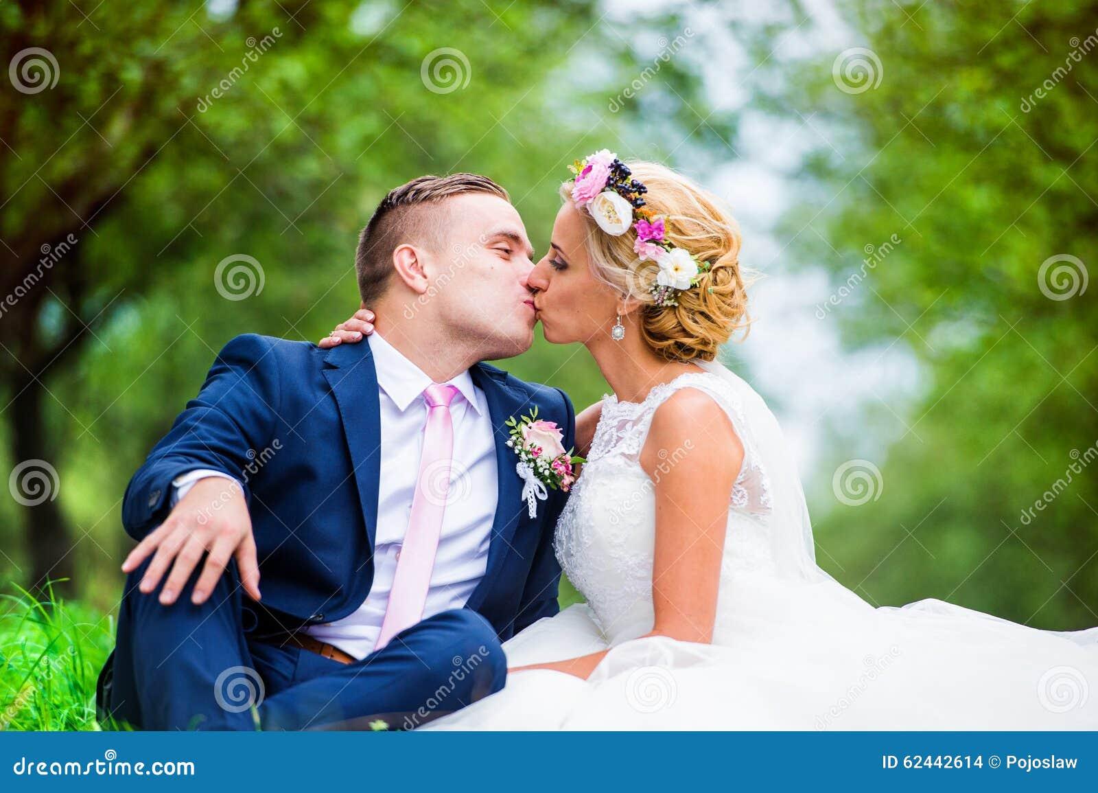 Beaux couples de mariage photo stock image 62442614 - Photo de mariage couple ...