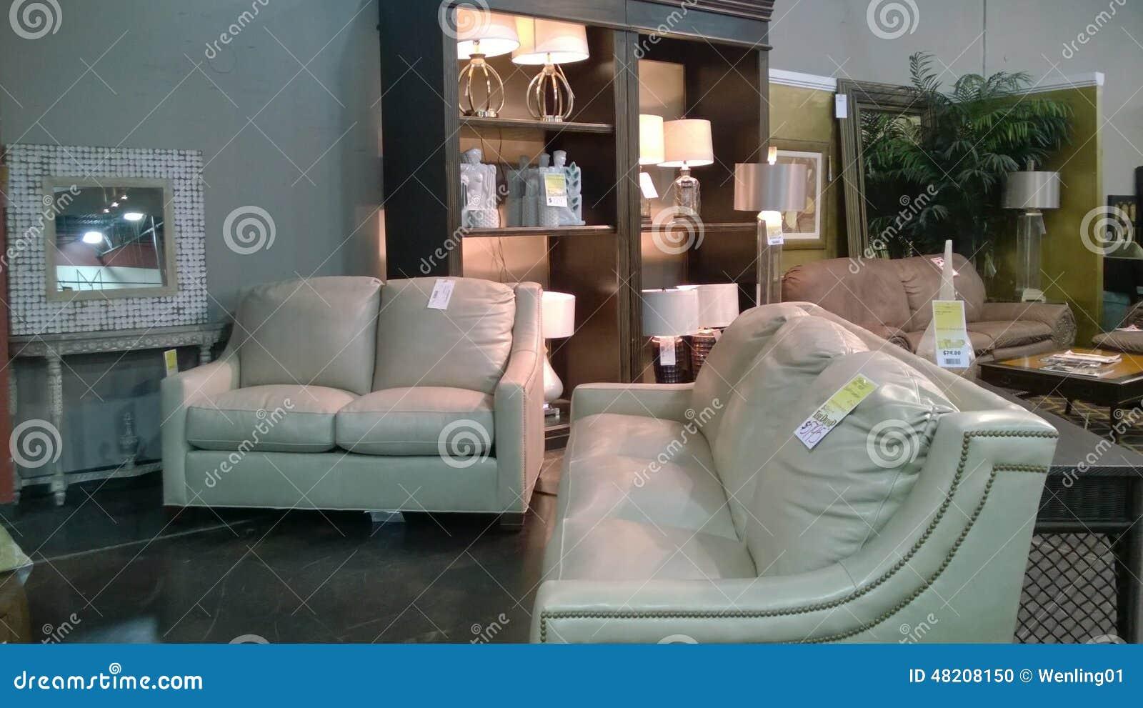 Beaux meubles modernes se vendant au magasin